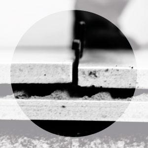 Nivellier-System für Großformate - Fliese in das Klebebett einlegen